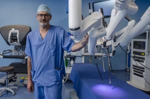 Dr. Alberola en quirófano